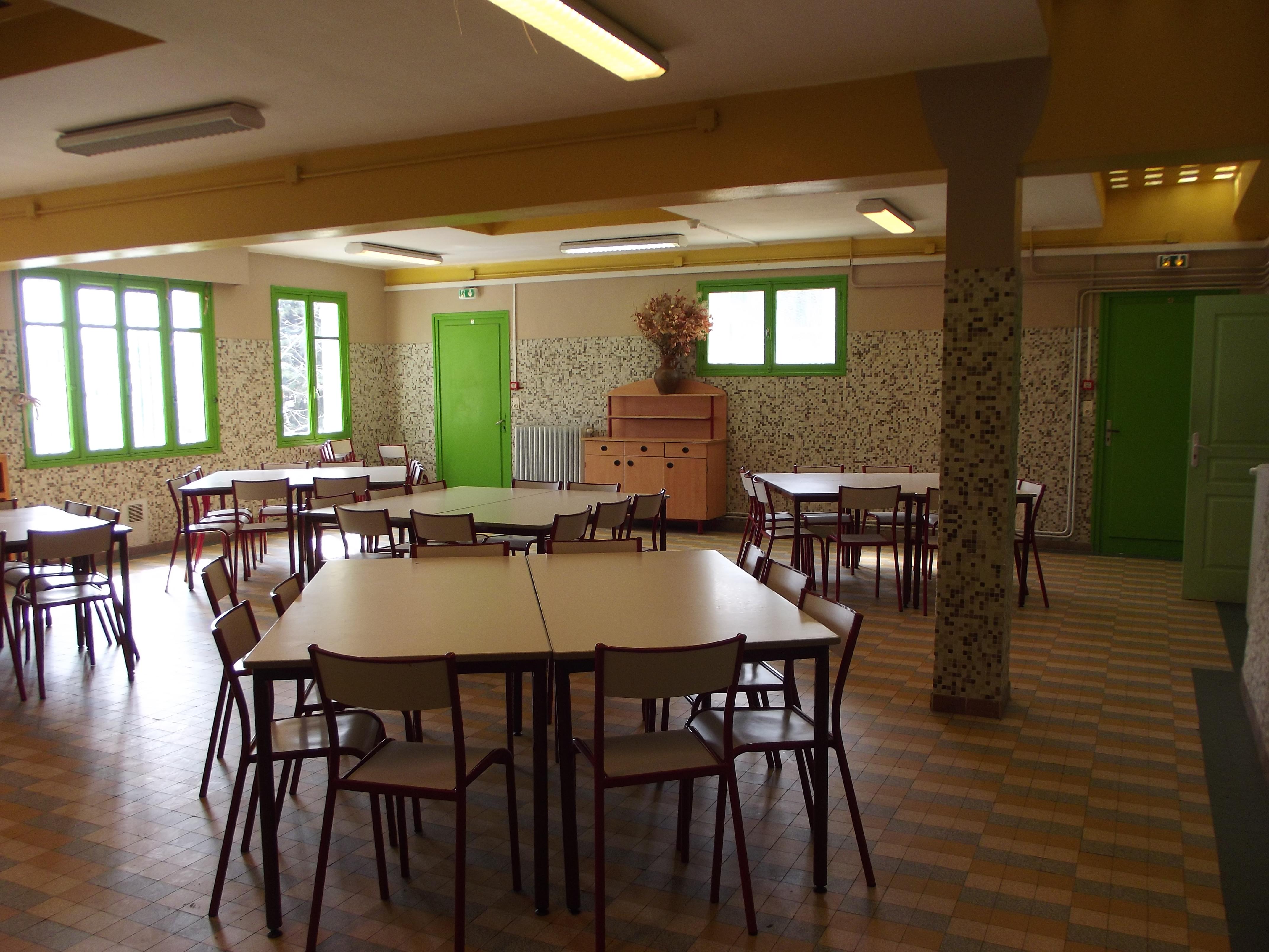 hebergement-sospel-salle-repas